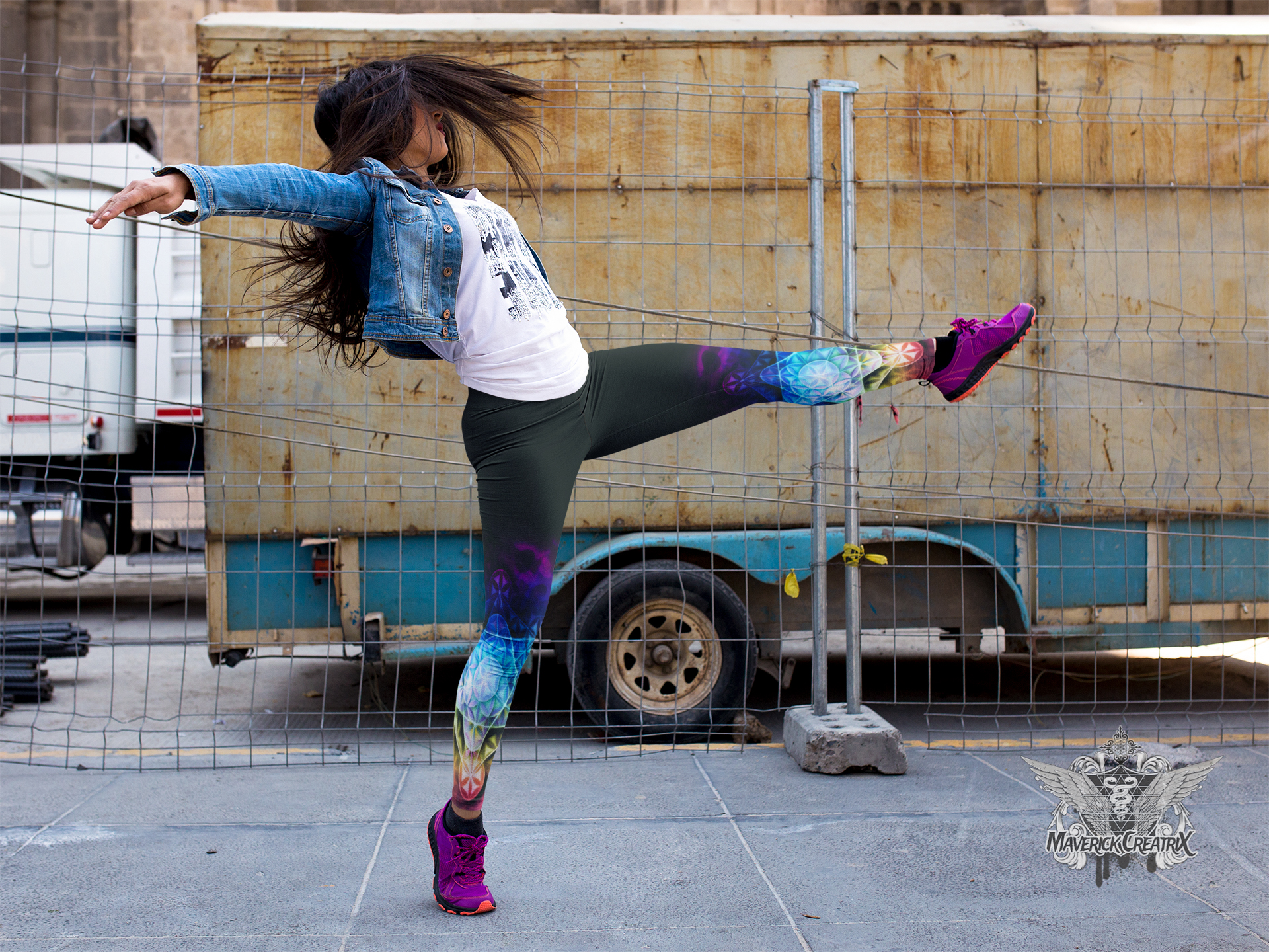girl-dancing-on-the-street-while-wearing-leggings