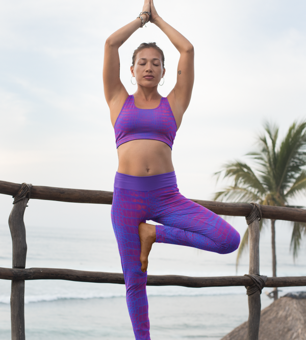 mockup-of-a-woman-with-a-sports-bra-and-leggings-doing-yoga-by-the-sea-26859(2)